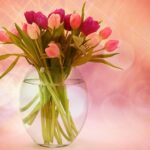 Glass-vase-with-tulips-