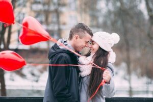 Tips for a Good Relationship Happy Couple hugging with red balloons