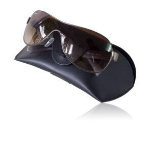 Modern-ray-ban-sunglasses- with leather pouch.