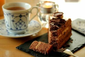 Cup-of-coffee-with-a-piece-of-chocolate-cake-